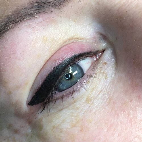 Eyeliner and lash enhancement (25)