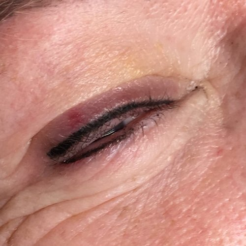 Eyeliner and lash enhancement (35)